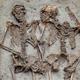 約1500年前に手をつないで埋葬された「モデナの恋人たち」は男同士だった!?